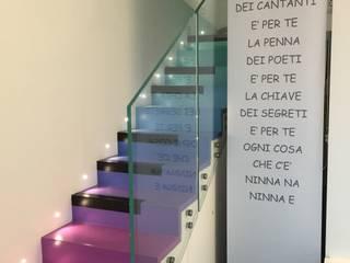 In riva al lago Ingresso, Corridoio & Scale in stile moderno di LUTOPIE Luisa Bernasconi Moderno