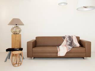 Wood Creations ห้องนั่งเล่นโซฟาและเก้าอี้นวม