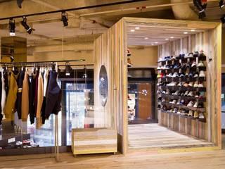 Urban Project - Mar Shopping: Lojas e espaços comerciais  por LIA - LOJA DE ILUMINAÇÃO