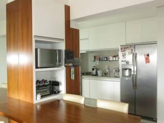 Apartemento Campo Belo: Cozinhas  por Paula  Makdissi arquitetura e interiores