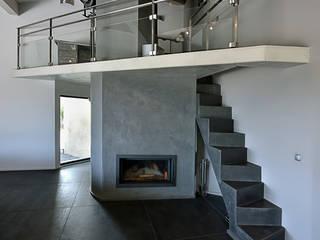 Pasillos y vestíbulos de estilo  de Atelier Jean GOUZY, Mediterráneo