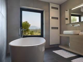 Baños de estilo  de Atelier Jean GOUZY, Mediterráneo