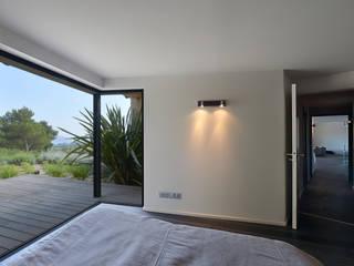 Atelier Jean GOUZY Mediterranean style bedroom
