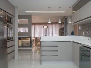 AMBIENTE INTEGRADO: Cozinhas  por AGGA ARQUITETURA E INTERIORES,Moderno