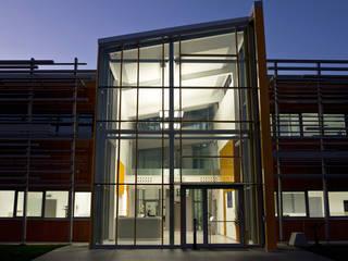 Nuova sede società SISMA S.p.A. Complesso d'uffici moderni di Studio Dalla Vecchia Architetti Moderno