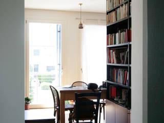 Ristrutturazione Appartamento - Bed and breakfast Soggiorno in stile industriale di Studio Dalla Vecchia Architetti Industrial