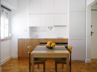 T1 cheio de Graça: Cozinhas modernas por PreConceito