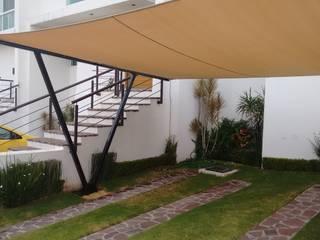 Cubierta NA [León, Gto.] 3C Arquitectos S.A. de C.V. Garajes modernos Hierro/Acero Beige