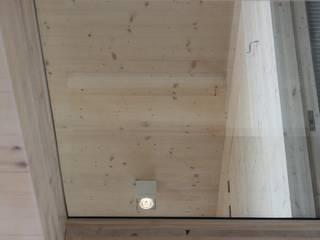 Houten huis Rieteiland Oost Amsterdam:  Garage/schuur door Architectenbureau Jules Zwijsen, Modern