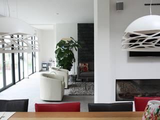 Villa in Vleuten:  Woonkamer door Architectenbureau Jules Zwijsen, Modern