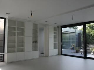 Moderne Uitbouw en aanbouw:  Woonkamer door Architectenbureau Jules Zwijsen, Modern