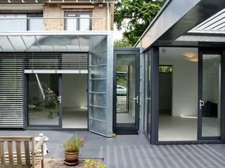 Moderne Uitbouw en aanbouw:  Huizen door Architectenbureau Jules Zwijsen, Modern