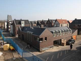 Hoevewoning:  Huizen door Architectenbureau Jules Zwijsen, Modern
