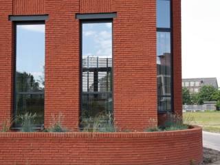 Hoekwoning Boddenkamp Enschede:  Ramen door Architectenbureau Jules Zwijsen, Modern