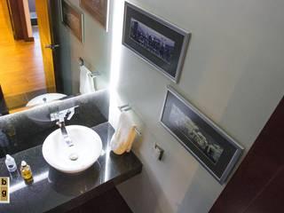 Minimalist style bathroom by homify Minimalist