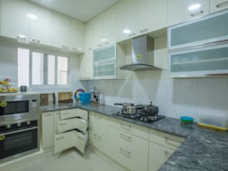 3 BHK partement :  Kitchen by In Built Concepts