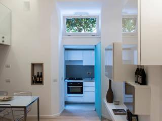 LOFT A ROMA Sala da pranzo moderna di STUDIO ACRIVOULIS Architettra + Interior Design Moderno