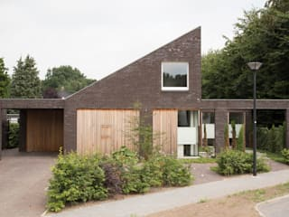 voorgevel: moderne Tuin door Jan Couwenberg Architectuur
