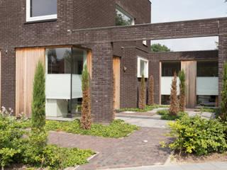 patio voorzijde: moderne Tuin door Jan Couwenberg Architectuur