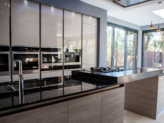 Isleworth, Greater London:  Kitchen by La Galerie Design Studio