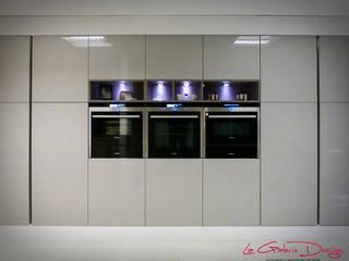 Warwick, Warwickshire:  Kitchen by La Galerie Design Studio