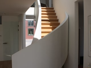 Modern Corridor, Hallway and Staircase by Architectenbureau Jules Zwijsen Modern