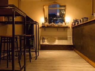 Da Mario Bistrot & Cocktail Bar: Bar & Club in stile  di moltefacce srl