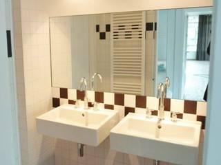 Kleine badkamer: moderne Badkamer door Brenda van der Laan interieurarchitect BNI