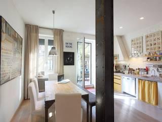 Appartamento B: Soggiorno in stile in stile Moderno di Architetto De Grandi