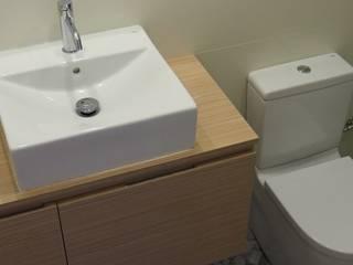 Grupo Inventia Baños de estilo moderno Compuestos de madera y plástico Acabado en madera