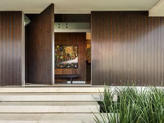 Casa Corten: Janelas   por silvana albuquerque arquitetura e design