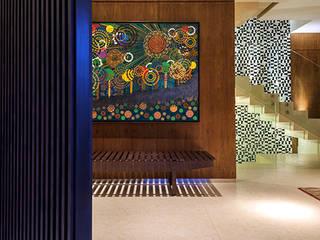 Casa Corten: Corredores e halls de entrada  por silvana albuquerque arquitetura e design