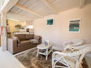 Espace salon sous la mezzanine:  de style  par Carimalo