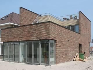 Beeld achterzijde: minimalistische Huizen door architectuurstudio Kristel