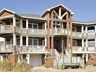 Savannah Dawn - 6000 sq.ft. Vacation Rental in Southern Shores, NC Modern Houses by Outer Banks Renovation & Construction Modern