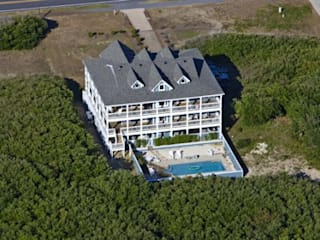 Hotel California - 7 Bedroom Rental Home in Southern Shores, NC Modern Houses by Outer Banks Renovation & Construction Modern