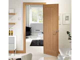 Suffolk style oak door: classic  by Wonkee Donkee XL Joinery, Classic