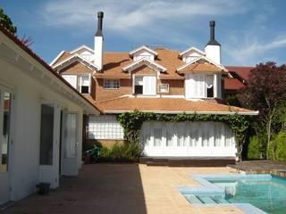Rustic style house by Recyklare Projetos de Arquitetura , Restauro & Conservação Rustic