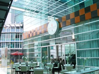 Plaza Parque Granada Balcones y terrazas modernos de REC Arquitectura Moderno