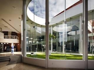 Biblioteca Central Comedores modernos de REC Arquitectura Moderno