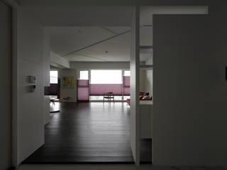 73號‧原舍:  客廳 by 洪文諒空間設計