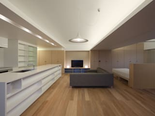 Salas de estilo moderno de 森裕建築設計事務所 / Mori Architect Office Moderno