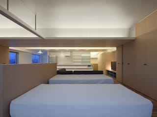 Cuartos de estilo moderno de 森裕建築設計事務所 / Mori Architect Office Moderno