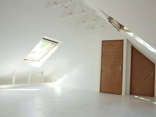 Dormitorios modernos: Ideas, imágenes y decoración de Loftspace Moderno