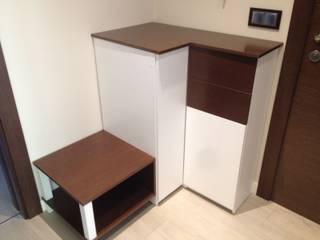 Cooperativa de la madera 'Ntra Sra de Gracia' Corridor, hallway & stairsDrawers & shelves Engineered Wood White