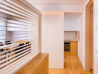 Apartamento PQ Pasillos, vestíbulos y escaleras de estilo moderno de Estudi Agustí Costa Moderno