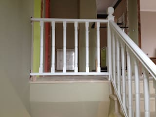 Cooperativa de la madera 'Ntra Sra de Gracia' Corridor, hallway & stairsStairs Engineered Wood White