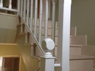 Cooperativa de la madera 'Ntra Sra de Gracia' Vestíbulos, pasillos y escalerasEscaleras Derivados de madera Blanco
