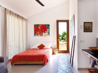 Tono Vila Architecture & Design Modern style bedroom
