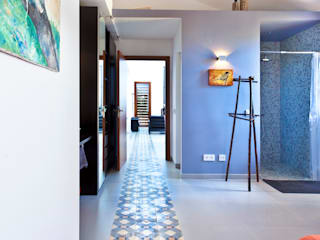 Tono Vila Architecture & Design Modern corridor, hallway & stairs
